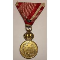 """Bronzene Militärverdienstmedaille """"SIGNVM LAVDIS"""" Franz Joseph I., Bronze vergoldet, bewegliche Krone"""
